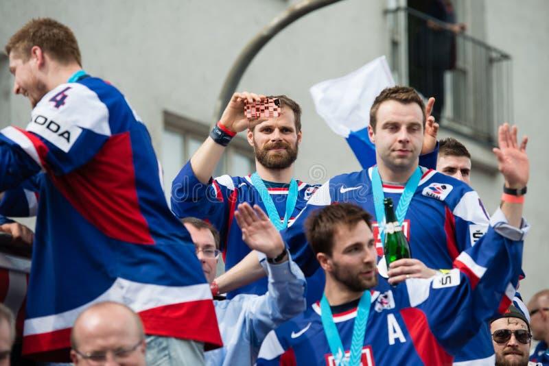 A equipa de hóquei eslovaca do gelo cumprimenta com ventiladores fotos de stock