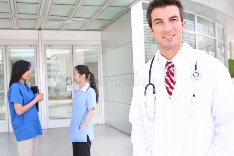 Equipa médica atrativa fotografia de stock royalty free