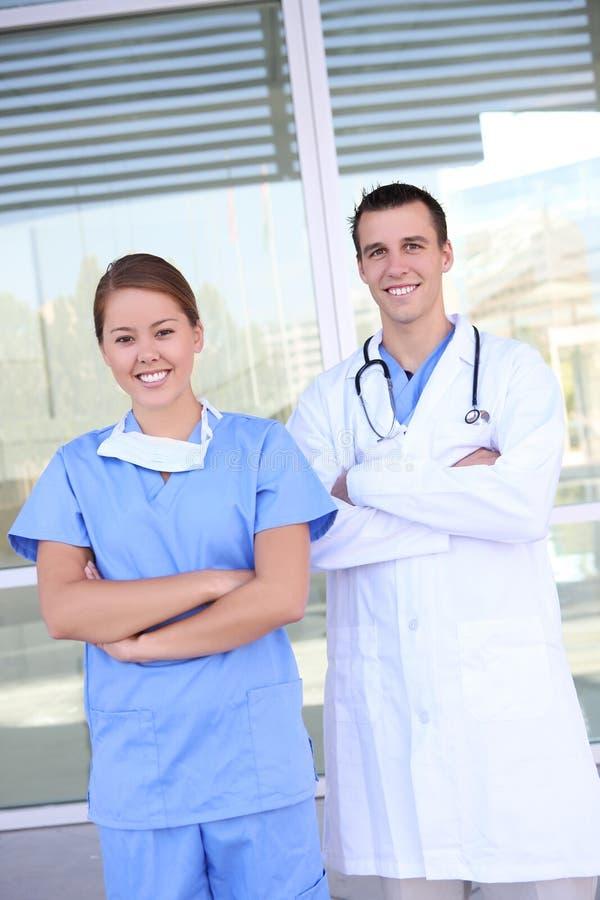 Equipa médica bem sucedida no hospital imagem de stock royalty free