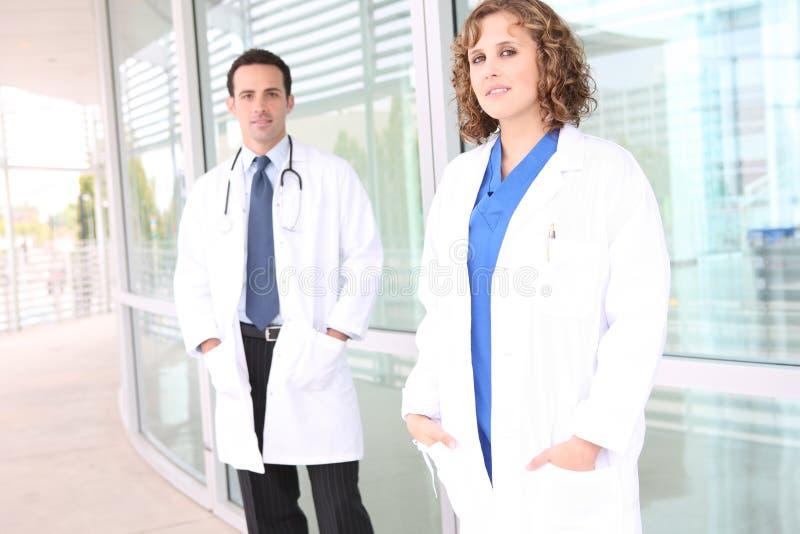 Equipa médica bem sucedida no hospital fotografia de stock royalty free