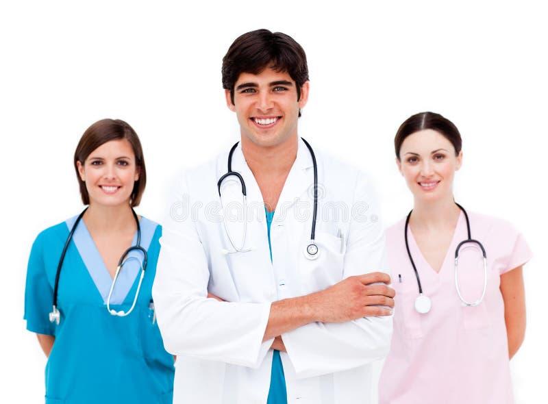 Equipa médica nova que sorri na câmera fotografia de stock