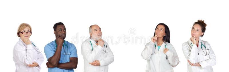 Equipa médica pensativa foto de stock royalty free