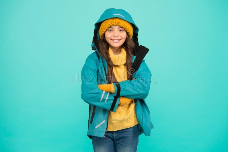 Equipado adecuadamente Concepto de estación de esquí Colección de invierno Ropa de ropa y chaqueta para niños Esparcimiento activ fotos de archivo libres de regalías
