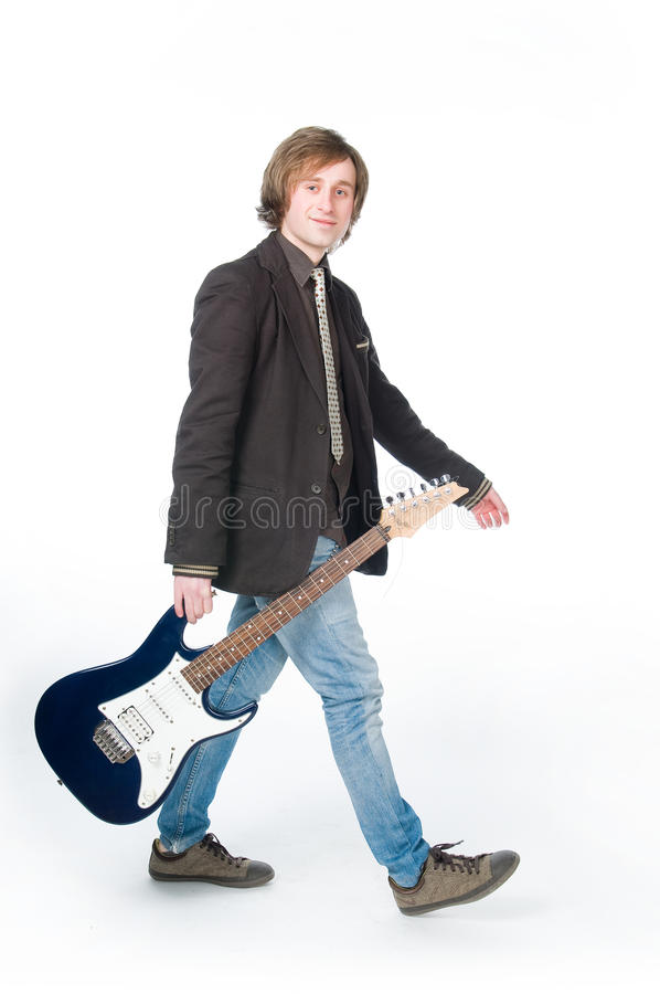 Equipaggi camminare con l'elettro chitarra fotografia stock libera da diritti
