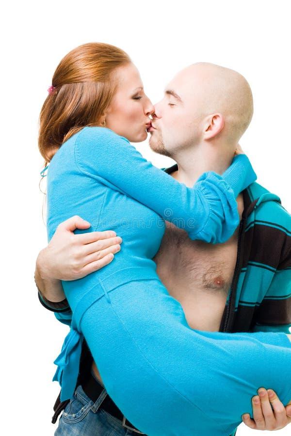 Equipaggi il bacio e trasporti la donna fotografia stock