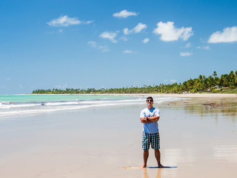 Equipaggi la condizione alla vista della spiaggia un giorno di estate immagine stock libera da diritti