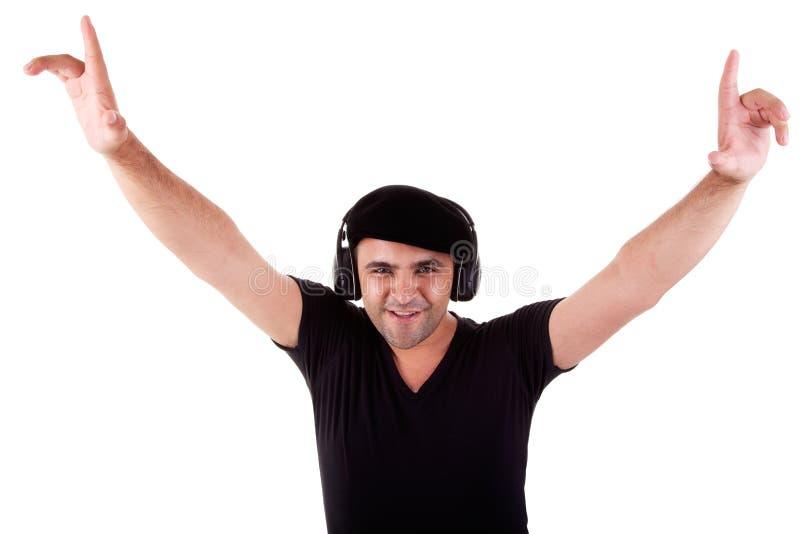 Equipaggi la musica d'ascolto in cuffie, braccia alzate fotografia stock libera da diritti