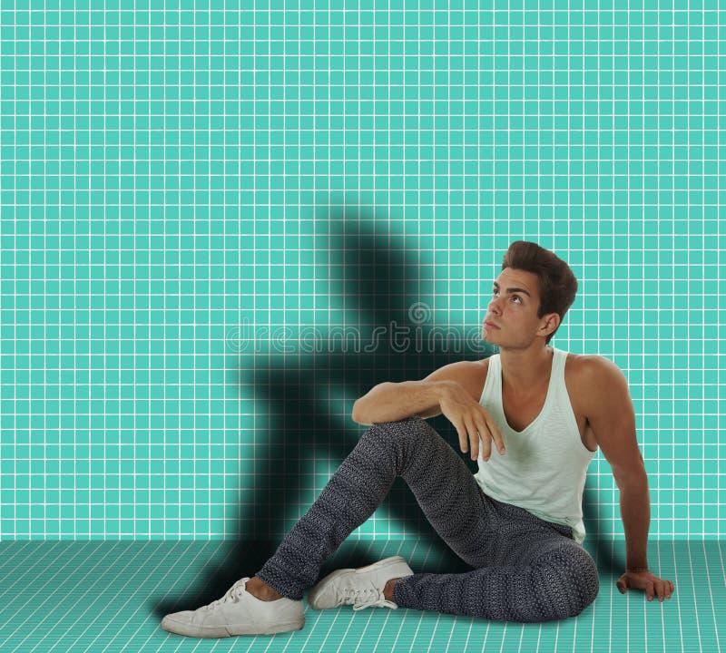 Equipaggi la seduta in una stanza sulla terra fotografia stock