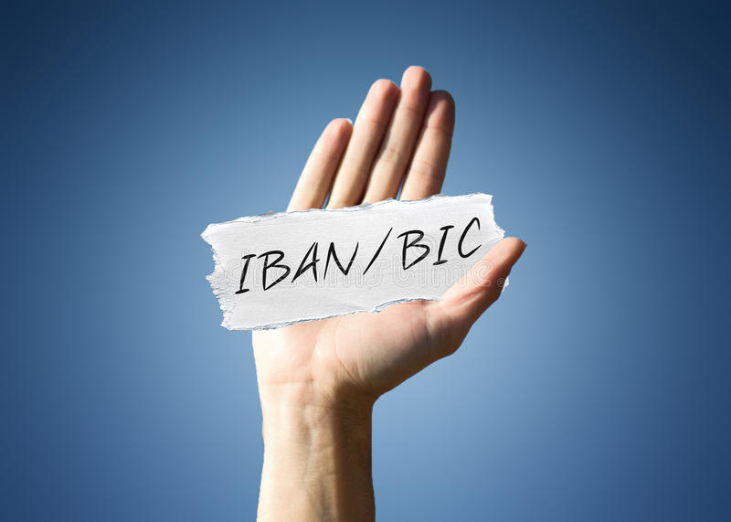 Equipaggi la tenuta del residuo di carta con - IBAN/BIC fotografia stock