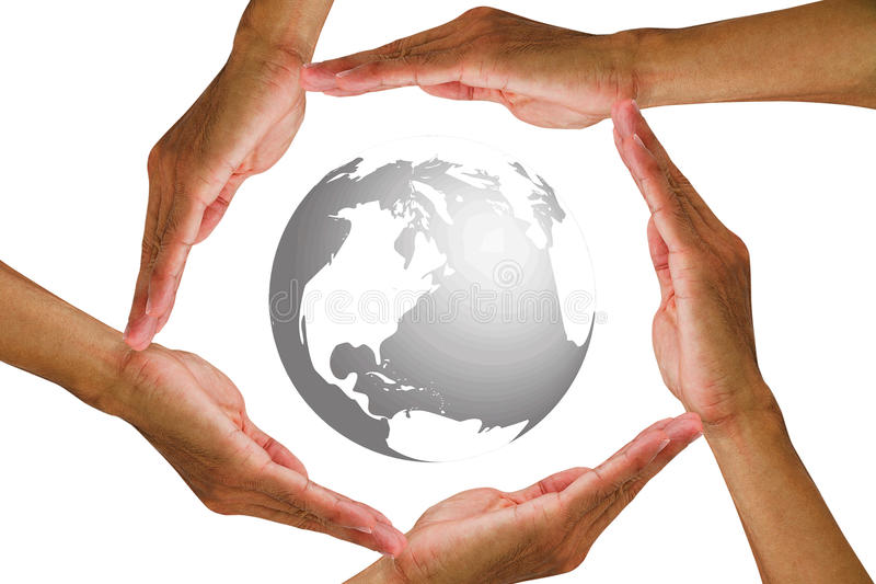 Equipaggi le mani del ` s che tengono intorno al globo su fondo bianco fotografie stock
