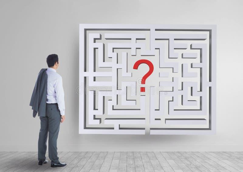 Equipaggi lo sguardo ad un labirinto sulla parete immagini stock libere da diritti