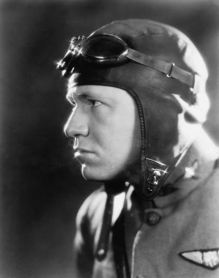 Equipaggi in un casco dei piloti e negli occhiali di protezione (tutte le persone rappresentate non sono vivente più lungo e ness immagini stock