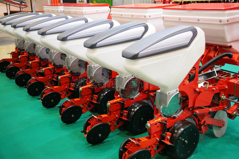 Equipamento agricultural para o fertilizante do campo imagens de stock