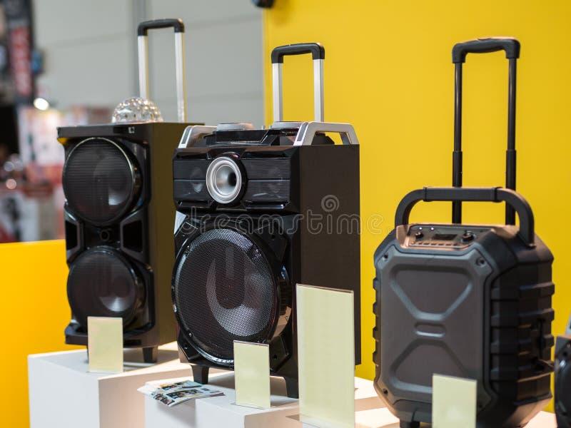Equipamento audio da música: Tecnologia de três oradores do sistema de som foto de stock