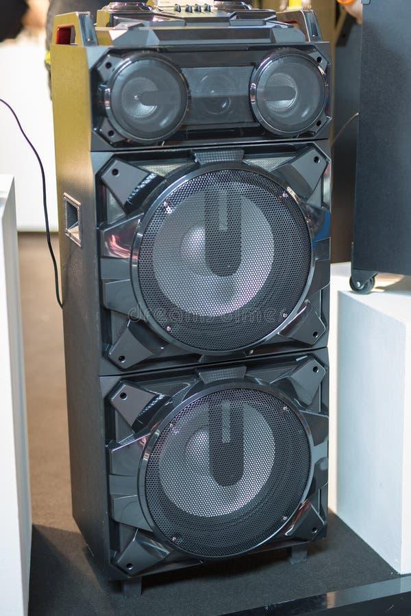 Equipamento audio da música: Tecnologia dos oradores do sistema de som foto de stock