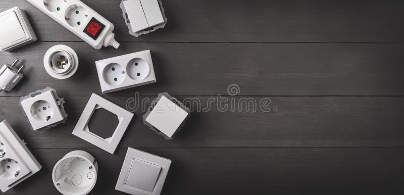 Equipamento bonde no fundo de madeira com espaço da cópia fotografia de stock