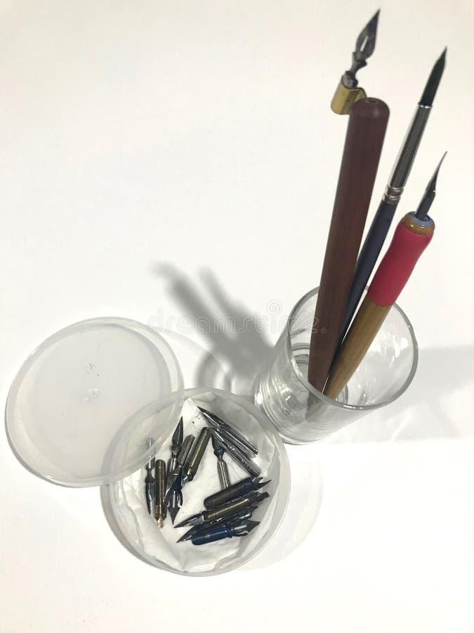 Equipamento da arte do conjunto de ferramentas da caligrafia do ` s do novato foto de stock