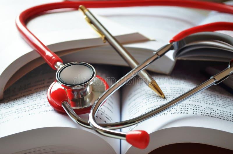 Equipamento da estudante de Medicina fotos de stock royalty free