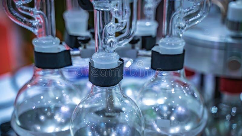 Equipamento da experiência no laboratório de ciência imagens de stock
