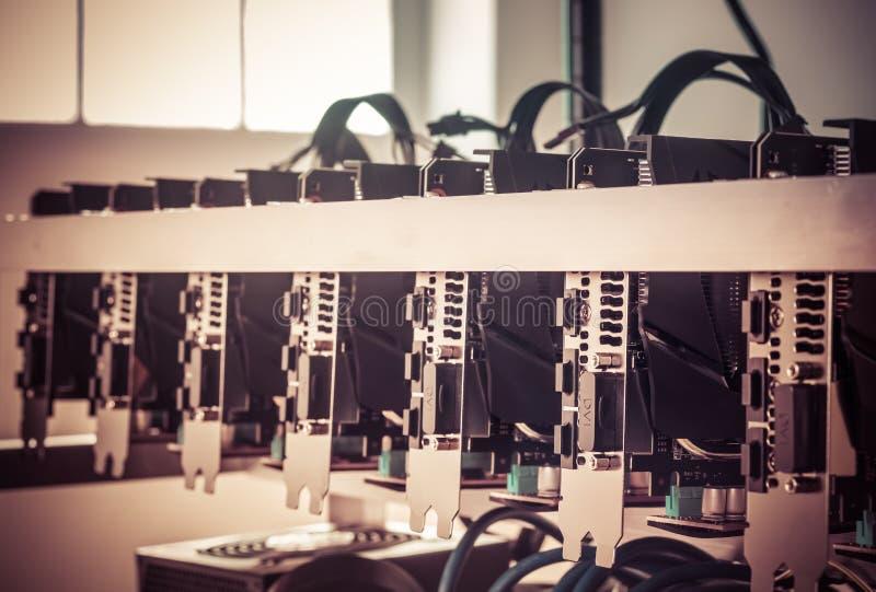 Equipamento da mineração do fundo de Cryptocurrency, fim acima da disposição de GPU imagens de stock