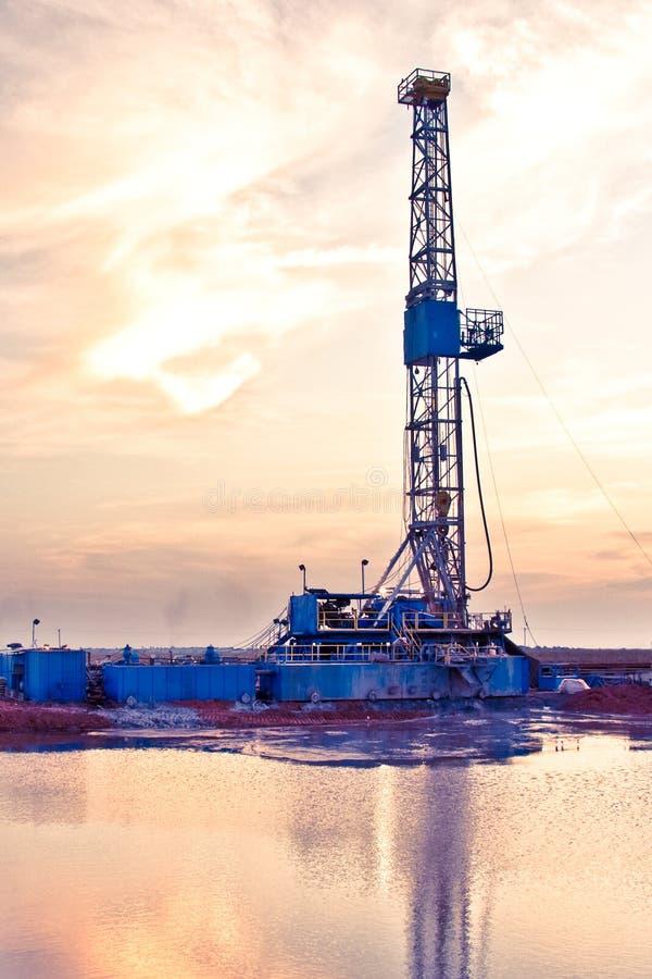 Equipamento da perfuração para a exploração do petróleo fotos de stock royalty free