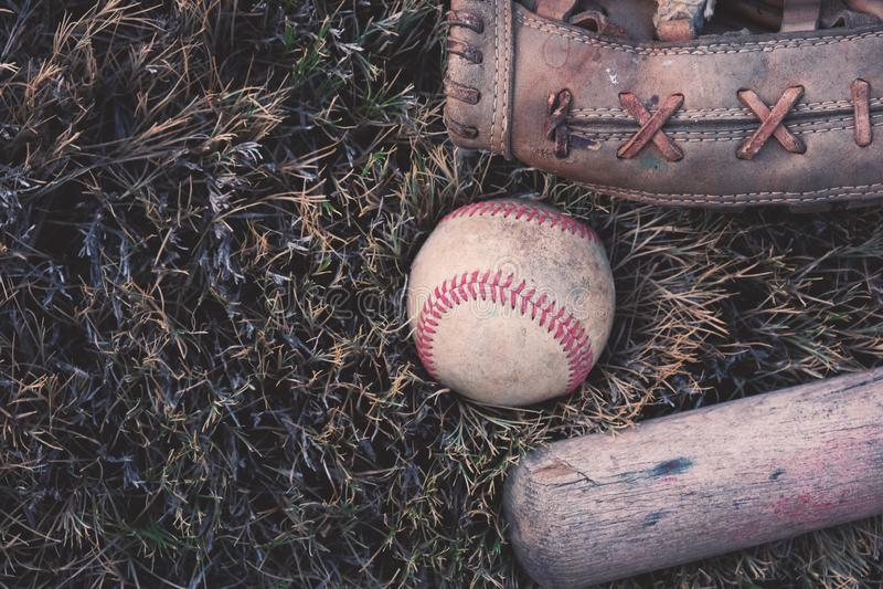 Equipamento de basebol usado velho foto de stock