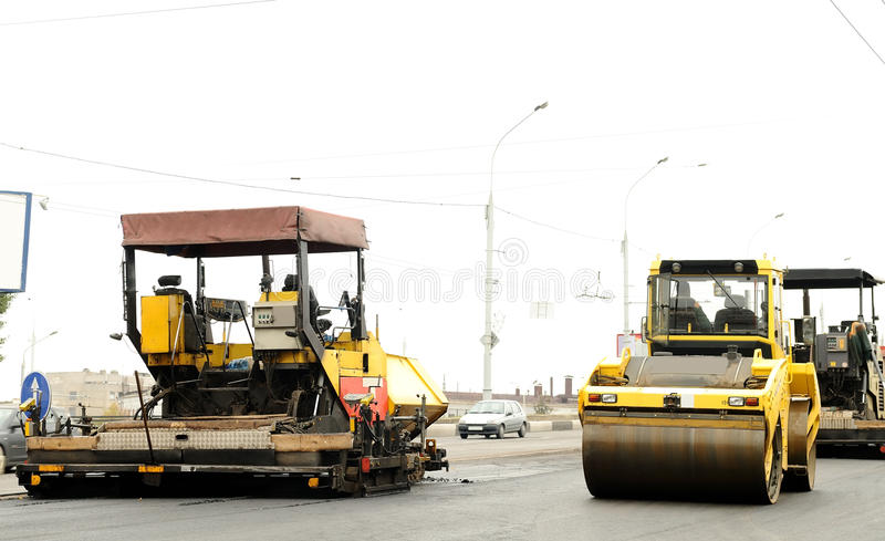 Equipamento de construção no edifício de estrada fotografia de stock royalty free