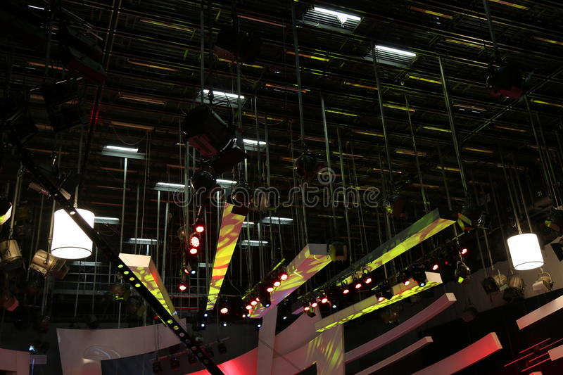 Equipamento de iluminação do estúdio da tevê imagem de stock