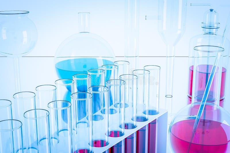 Equipamento de laboratório e experiências da ciência, produtos vidreiros de laboratório que contêm o líquido químico, pesquisa da fotografia de stock royalty free