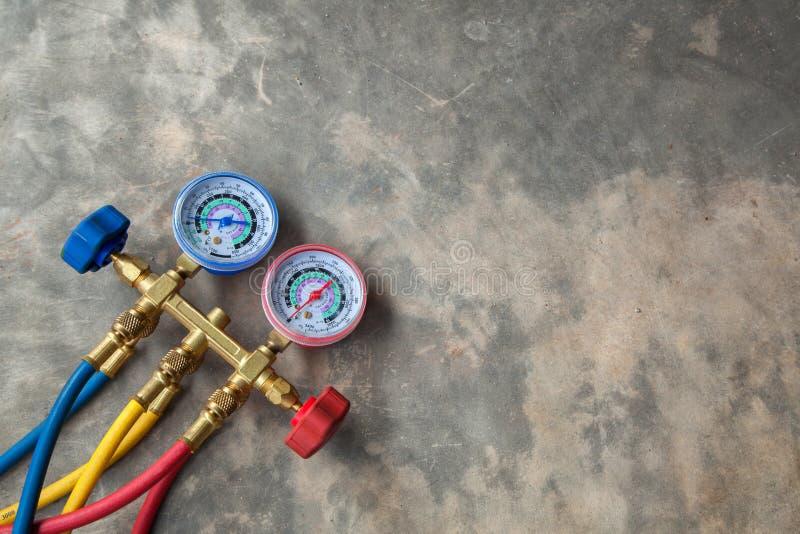 Equipamento de medição para condicionadores de ar de enchimento, gaug dos manômetros foto de stock