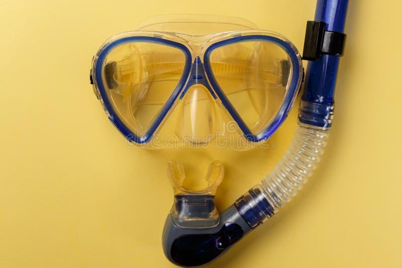 Equipamento de mergulho Mergulhando a máscara e a cuba foto de stock royalty free