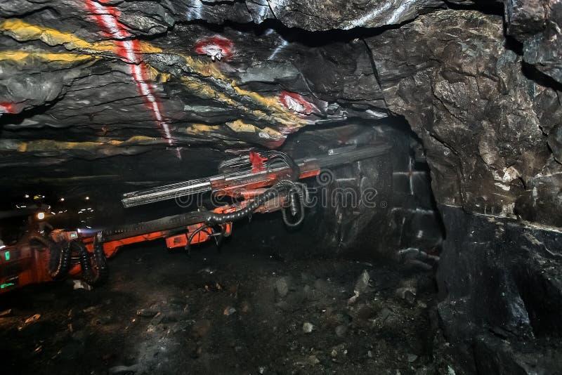 Equipamento de mineração subterrânea para furar fotografia de stock