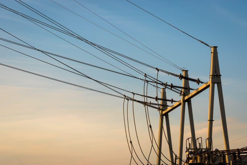 Equipamento de uma alta tensão de redes elétricas imagem de stock