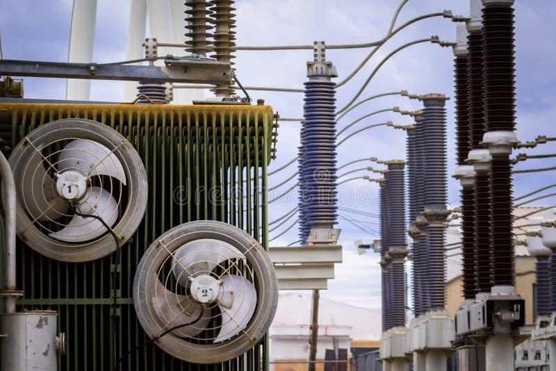 Equipamento de uma alta tensão de redes elétricas imagens de stock