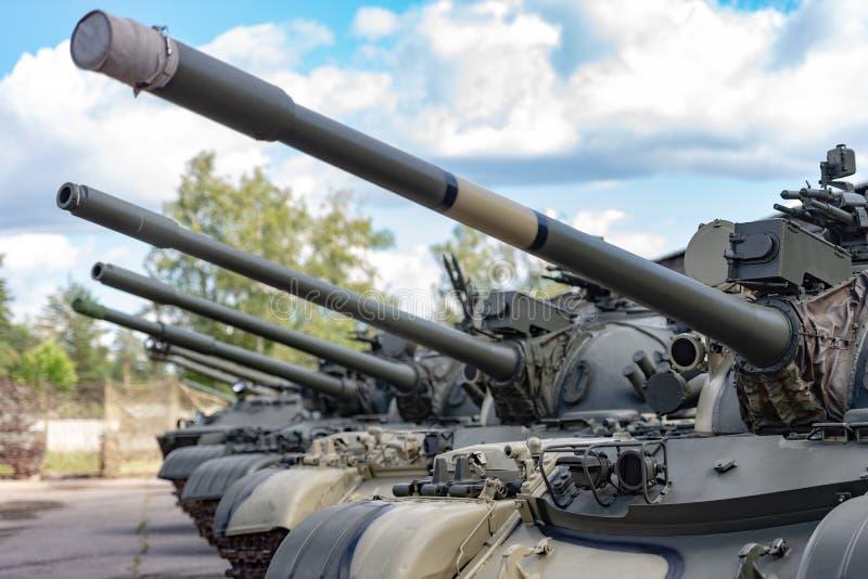 Equipamento do exército Os tanques estão prontos para marchar imagens de stock royalty free