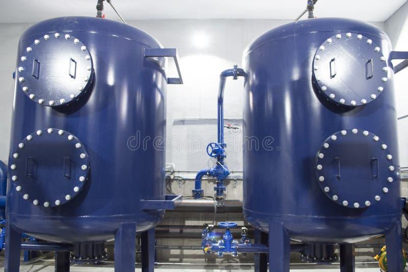 Equipamento do filtro da purificação de água na planta imagem de stock royalty free