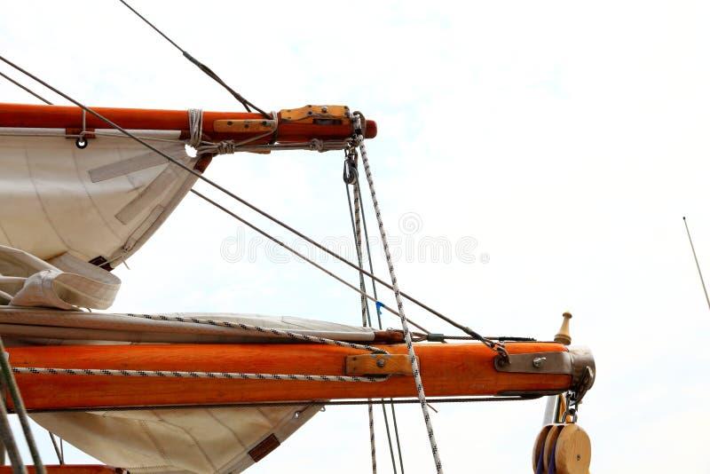 Equipamento do navio no iate velho imagens de stock
