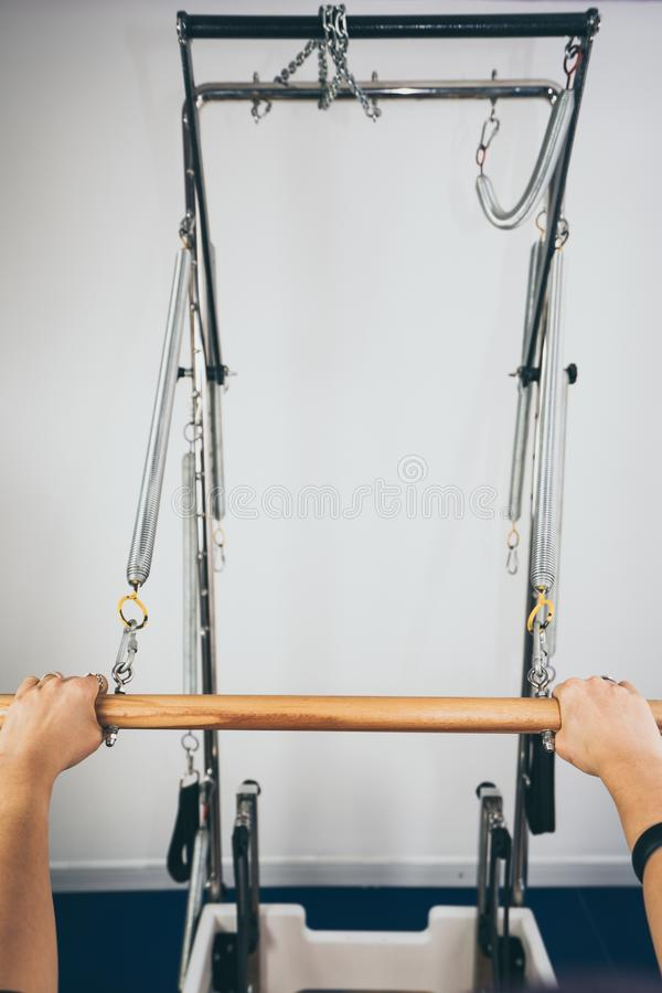 Equipamento do reformista de Pilates imagem de stock