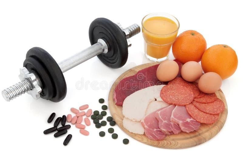 Equipamento e alimento do body building imagens de stock