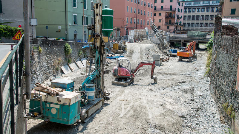Equipamento e máquinas escavadoras de broca foto de stock royalty free