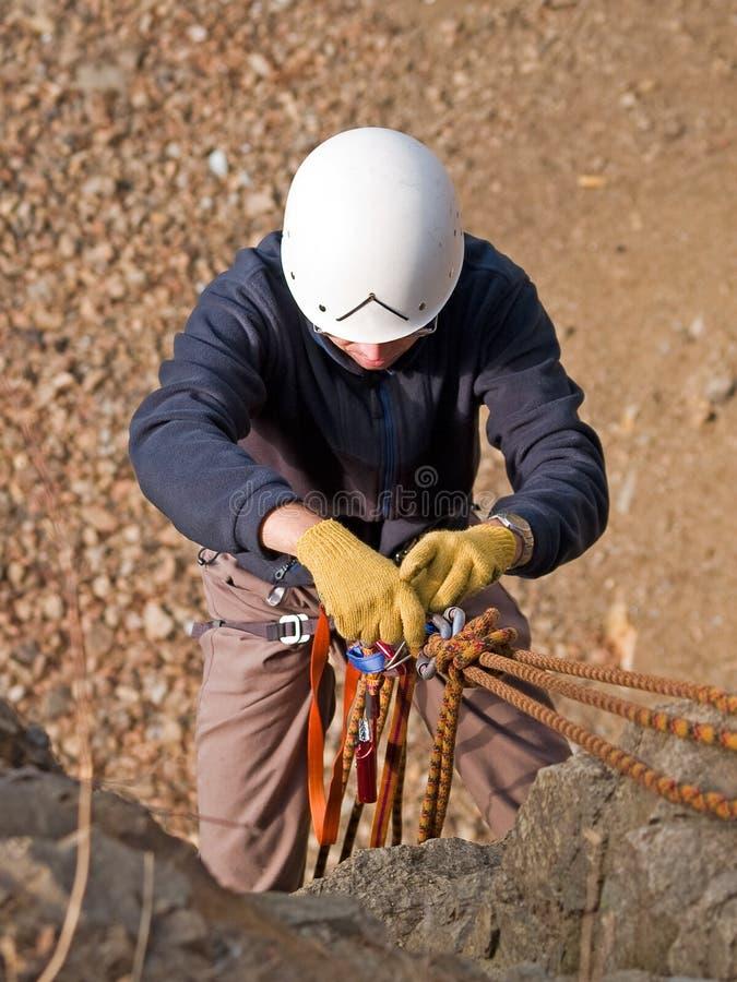 Equipamento e montanhista do alpinismo fotos de stock