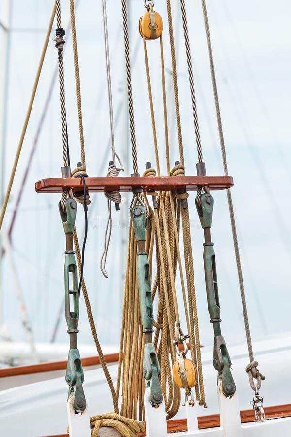 Equipamento em um navio de navigação holandês velho fotografia de stock royalty free