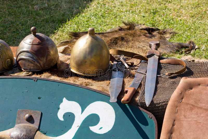 Equipamento gálico antigo da batalha em um Reenactment histórico fotos de stock royalty free
