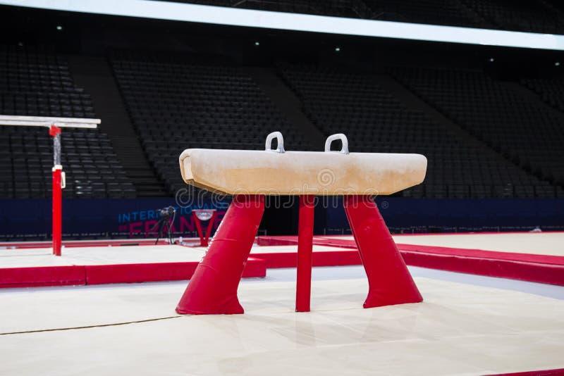 Equipamento ginástico em uma arena ginástica em Paris fotografia de stock