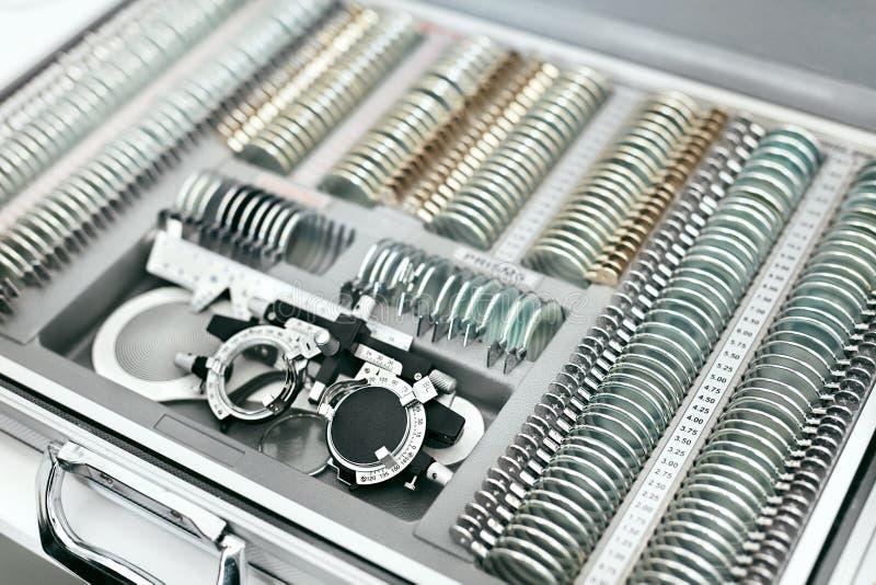 Equipamento médico da oftalmologia, ferramentas para o close up do exame da visão fotografia de stock