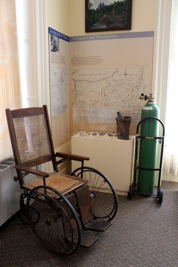 Equipamento médico histórico usado na cidade durante anos passados, casino de Canfield, Saratoga Springs, New York, 2018 imagens de stock