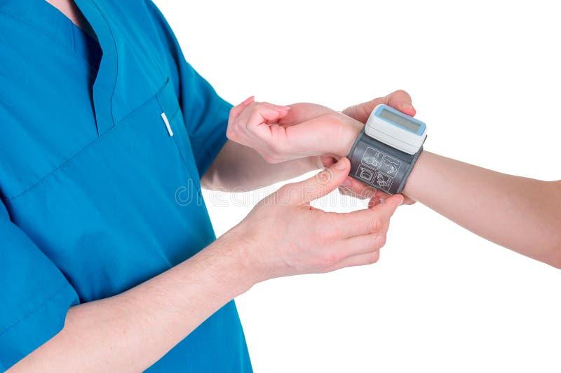 Equipamento médico: monitor digital da pressão sanguínea fotografia de stock royalty free