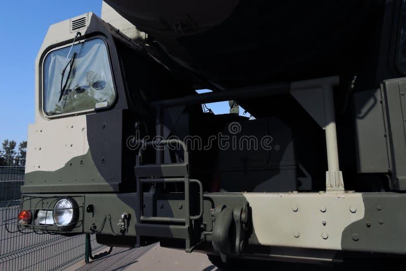 Equipamento militar moderno do russo mostrado para o público no parque de VDNKH foto de stock