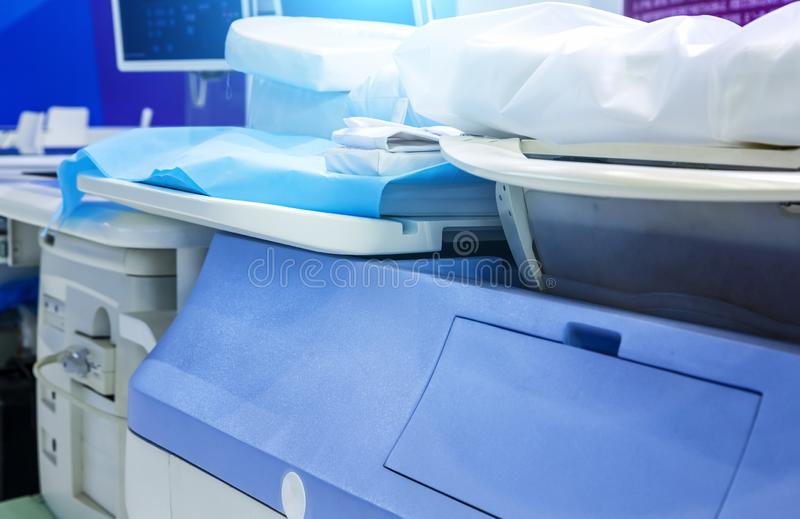 Equipamento no departamento da oncologia Radiação nuclear na medicina o equipamento o mais atrasado do ultrassom para o tratament imagem de stock royalty free
