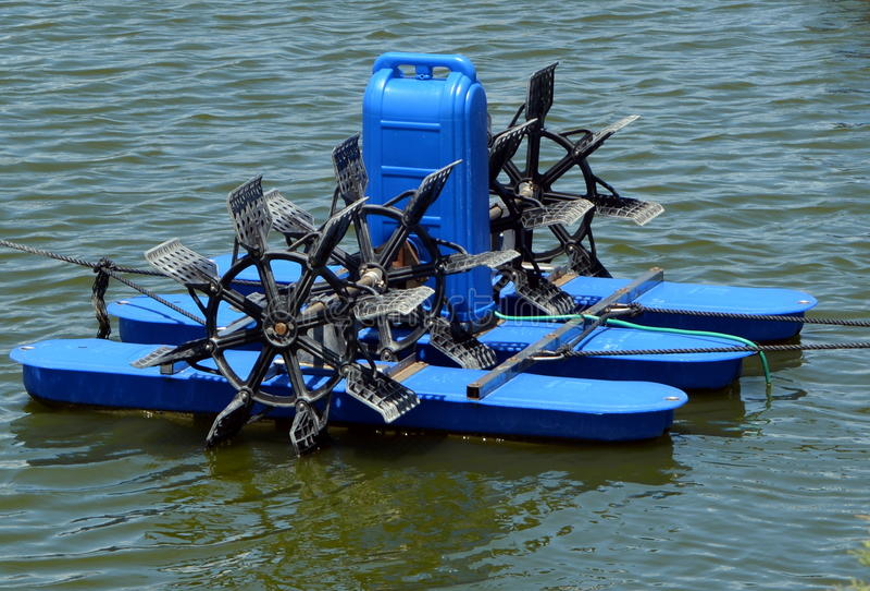 Equipamento para lagoas artificiais para a piscicultura fotografia de stock